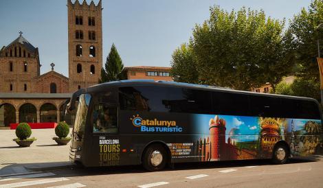 El Catalunya Bus Turístic a Ripoll / Foto: TMB